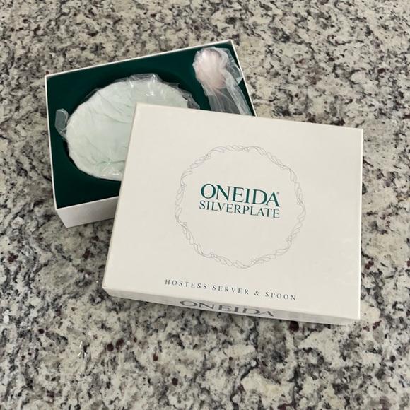 NWT vintage Oneida Silverplate hostess server